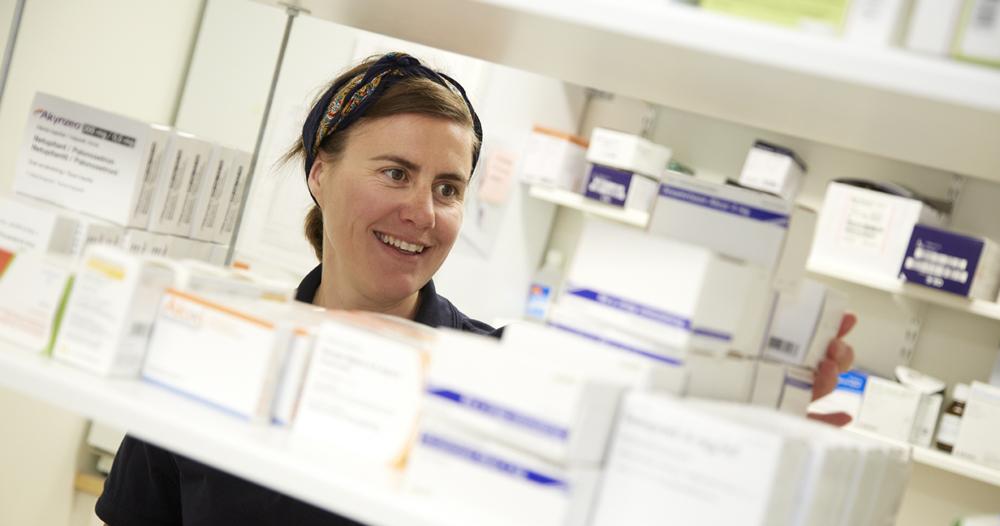 Sjuksköterska i läkemedelsförråd